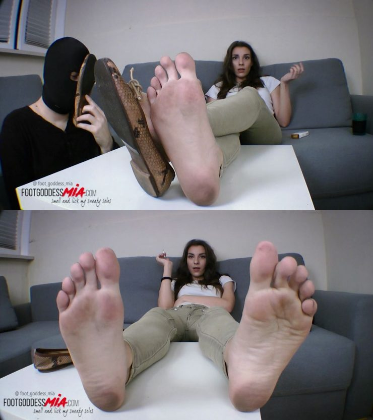 Foot Goddess Mia – Thats my money, Blackmailing is fun – foot worship
