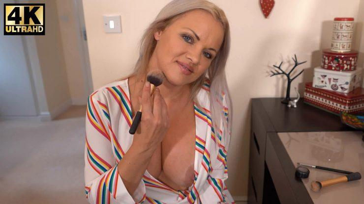 DownBlouse Jerk: Make Me Blush